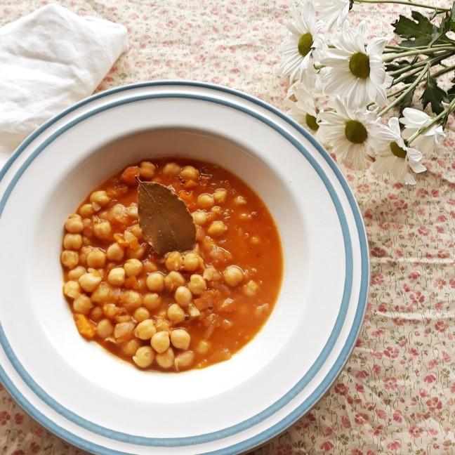 Sopa de garbanzos y verduras